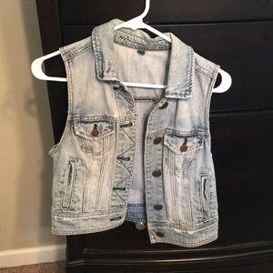 AE women's denim vest
